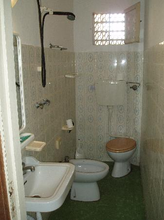 Villa Mirna: The hideous bathroom and the challenging toilet