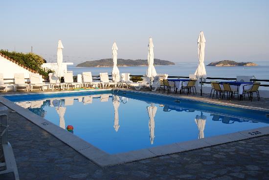 Villa Apollon Skiathos: The pool one evening