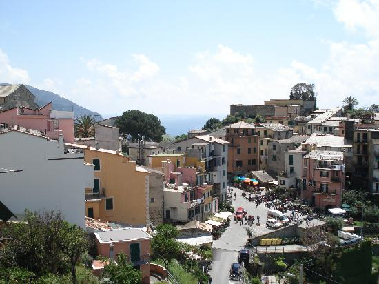 A Casa Cinque Terre Manarola: View from the room of the town