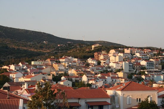 Pythagorion, Grecia: Across the rooftops from the castle