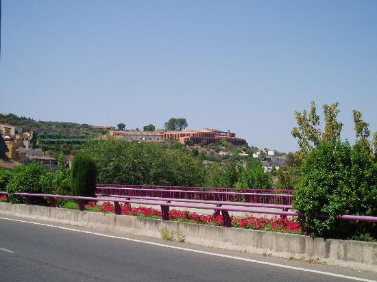 Cigarral El Bosque: A Distant View From the Town