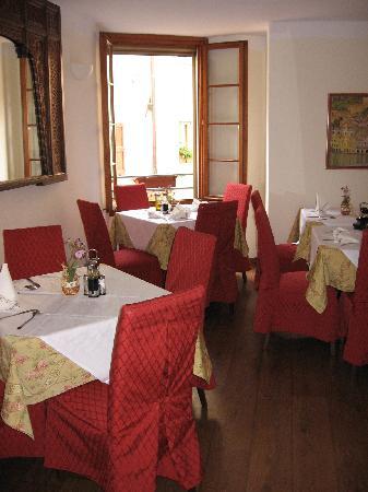 Mignon: dining room