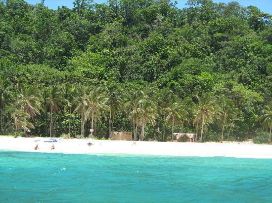 Yapak Beach (Puka Shell Beach): not a single hotel in sight...