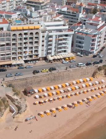 Hotel Apartment Algar: Hotel Front with view to the beach