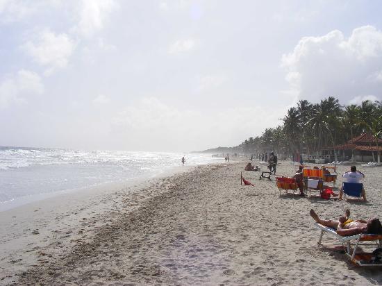 El Yaque Paradise Hotel: beach
