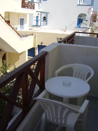 Syrigos Selini Hotel: small balcony - self catering were bigger
