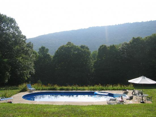 Woodstock Country Inn: The Salt Water Pool
