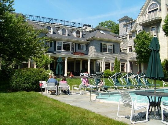 Balance Rock Inn: Pool Area