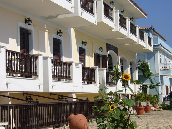 Samos Town, Greece: Front of hotel