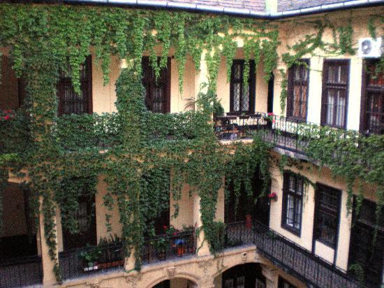 Casati Budapest Hotel : Patio Interior