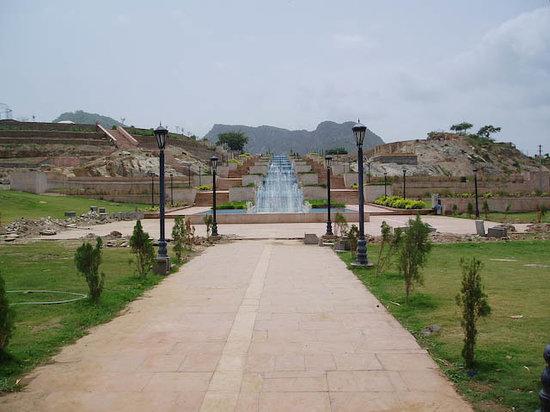 Pathway to Rajiv Gandhi Park