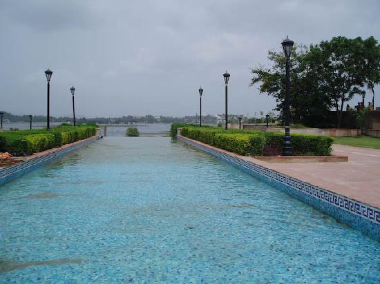 Rajiv Gandhi Park : A different Look at the Lake Fateh Sagar from the Park