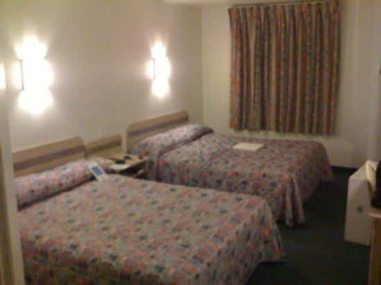 Motel 6 Roseburg: Room with two king size beds
