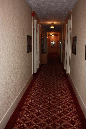 The Van Gilder Hotel: Hallway
