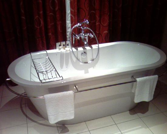 Soweto Hotel & Conference Centre : The bathroom