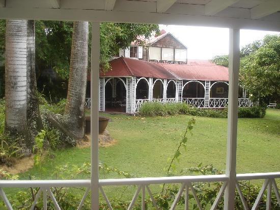 The Hermitage Plantation Inn: The dining verandah of the great house