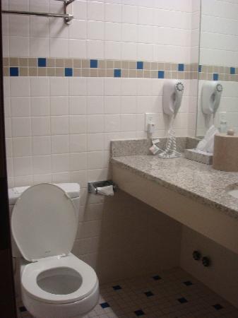 The Hotel 91 : The bathroom