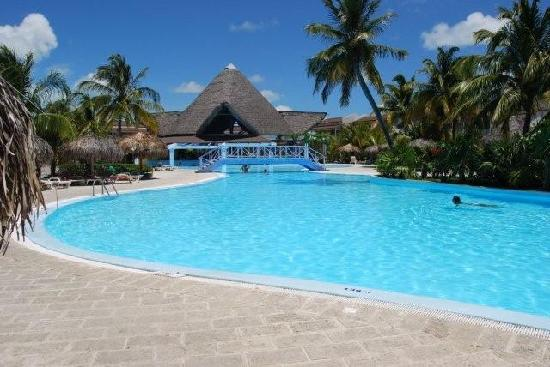 Pool With Swim Up Bar Sol Cayo Largo
