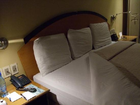 Casa Grande Suites: Bed