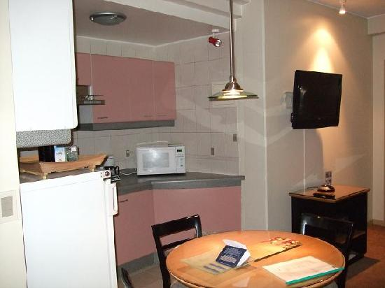 Casa Grande Suites: Kitchen