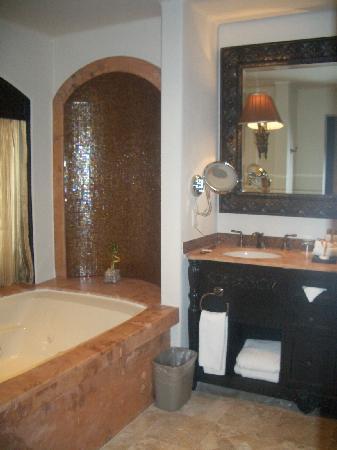 Secrets Maroma Beach Riviera Cancun: Bathroom & HUGE Tub