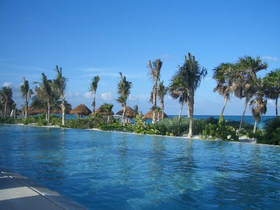 infinity pool overlooking ocean - photo #27