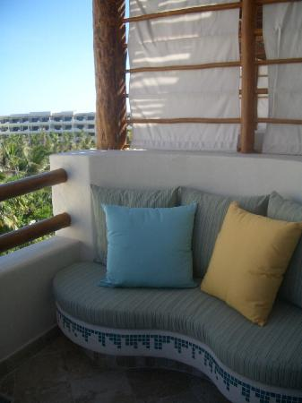Secrets Maroma Beach Riviera Cancun : Balcony seating