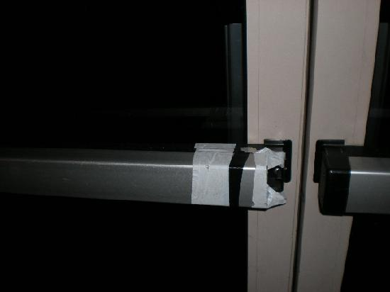 Comfort Suites Inn at Ridgewood Farm: door handle taped