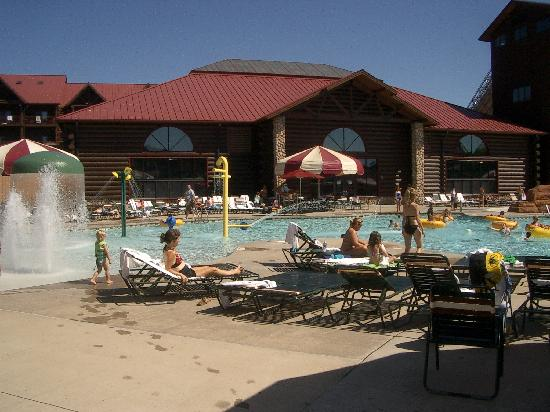 foto de great wolf lodge wisconsin dells outside at. Black Bedroom Furniture Sets. Home Design Ideas