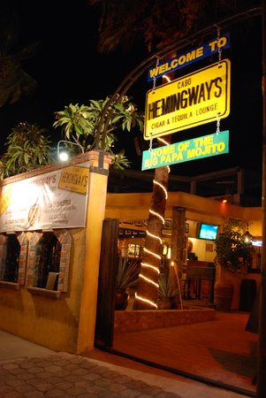Hemingway's: across from Cabo wabos back entrance