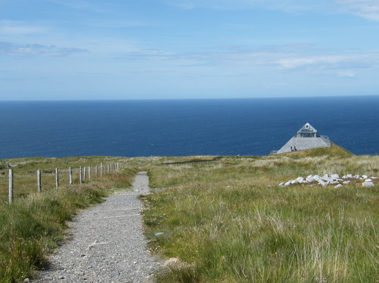 County Mayo, Irlandia: View from the site towards visitor centre