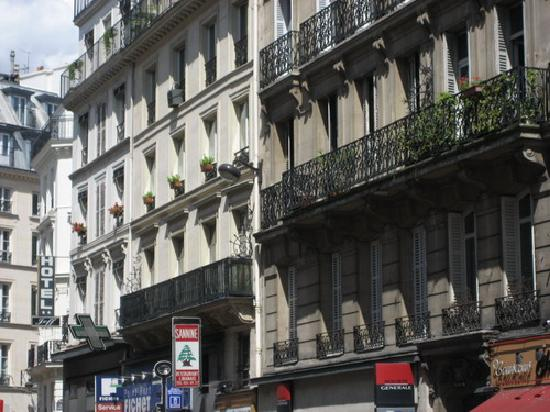 Jeff Hotel- Paris: There also were a bank of SGBL in the building beside the hotel
