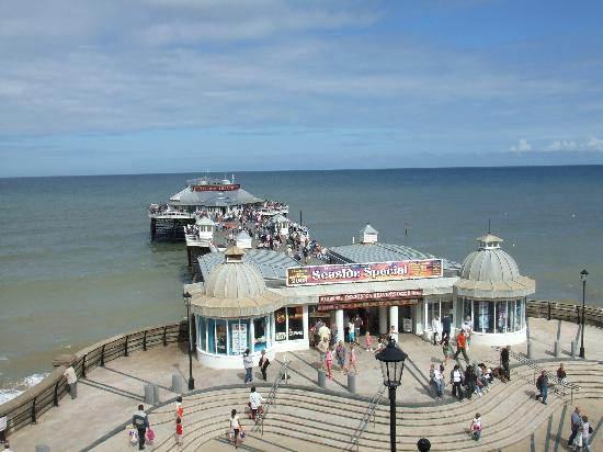 The Cliftonville Hotel: Cromer Pier