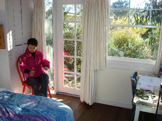 Old Leura Dairy: Woke up to a sun-filled room