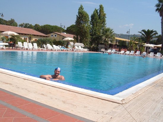 Hotel villagio residence olimpia deals reviews marina for Piscina olimpia belgioioso