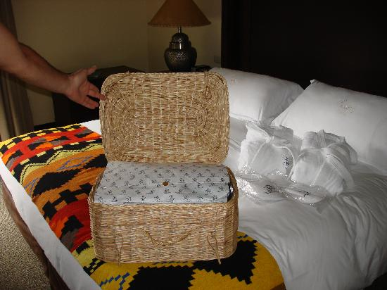 Belmond Sanctuary Lodge: Our giftwrapped laundry
