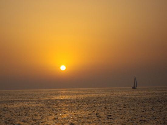 Tamarix del Mar: sunset at Oia