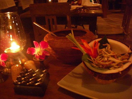 The Gulai House: ココナッツの器のサラダ