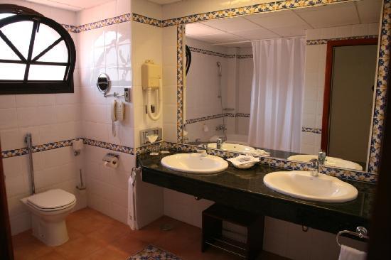 Iberostar Anthelia: bathroom