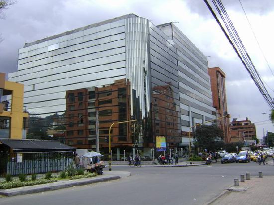 NH Bogota Metrotel Royal: Front of the hotel