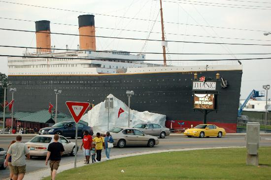 Titanic Museum: The Titanic from the Ducks!