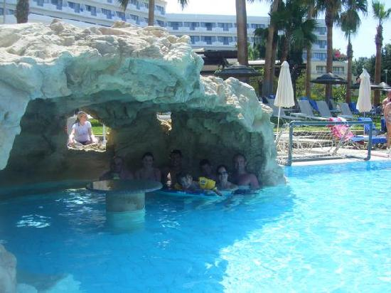 St. George Gardens Hotel Suites : pool grotto in st george