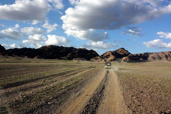Монголия: A Mongolian road