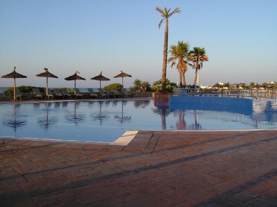 Insotel Punta Prima Resort & Spa : Shallow pool, early morning.