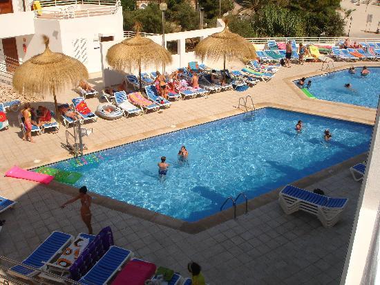 Aparthotel Ferrera Blanca: Pool near the restaurant