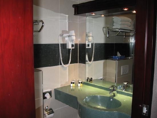 BEST WESTERN Blue Square Hotel: Bathroom