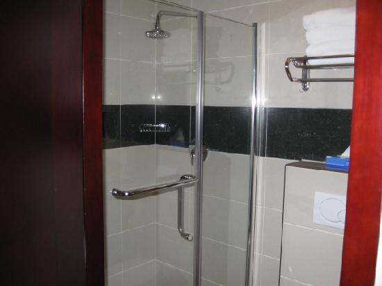 Best Western Plus Hotel Blue Square: Shower