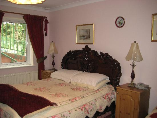 Killyon Guest House: Another room of the house