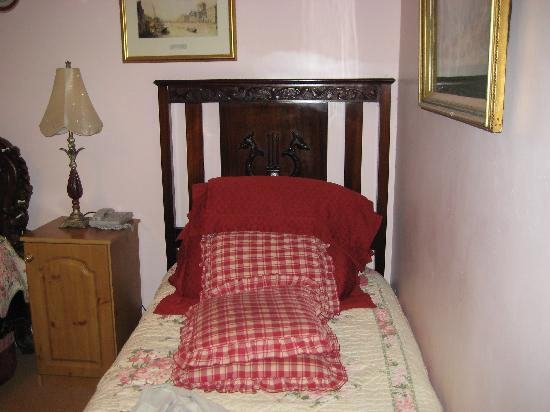 Killyon Guest House: Nice bed isn´t it?