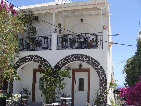 Galatia Villas: Front of Hotel